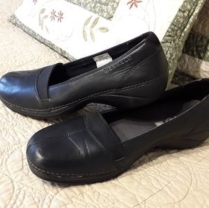 MURRELL LADIES BLACK LEATHER SLIP-ON SHOES, SIZE 7